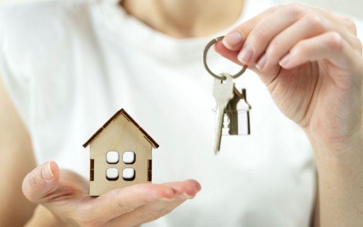 Immobilienmakler Schlüssel Übergabe Haus